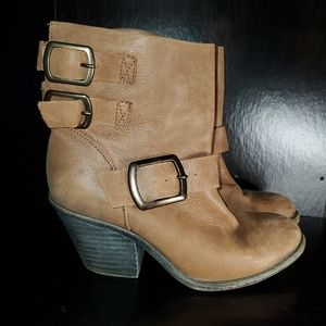 Lucky Brand Distressed LP Tommie Boots Size 6.5
